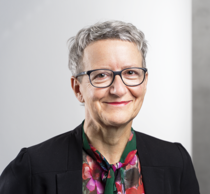Porträt Dr. Sabine Stützle-Leinmüller